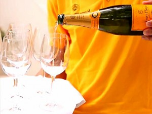 Yellow Sunset Pool Party  de Veuve Clicquot